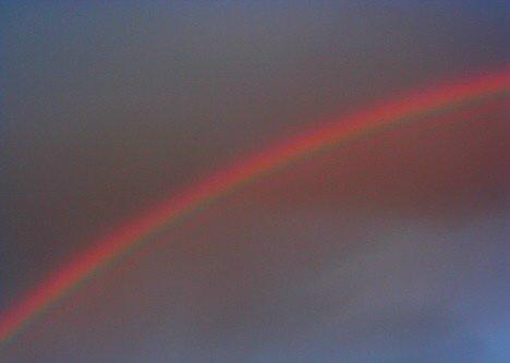 红色的彩虹