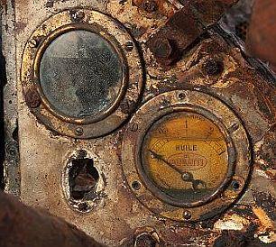 布加迪跑车沉湖70年后重见天日 两成零件完好 201011283254