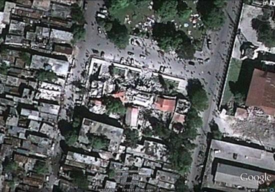 这座位于太子港市中心国家宫殿附近的建筑完全被摧毁。