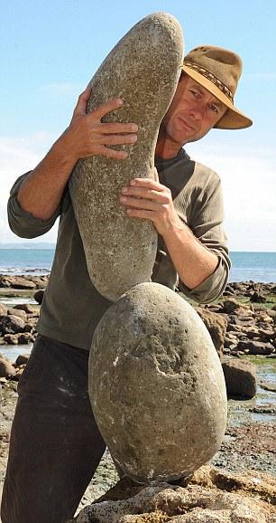 英国男子海滩用石头叠罗汉展现平衡之美(图)(2)