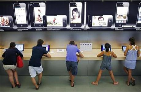 Apple Store的顧客和iPhone的廣告