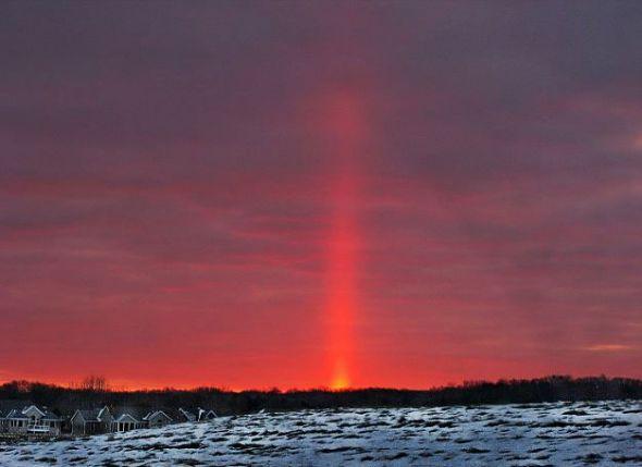日柱奇观如激光束射向空中