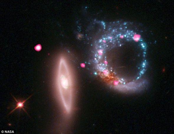 距地球4.3亿光年色彩绚丽:最新好文章Top100