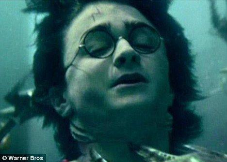 也许有一天能把这种方法应用到人类身上,这样我们就能像《哈利•波特与火焰杯》里的哈利一样在水里自由遨游,不用担心会窒息而亡。