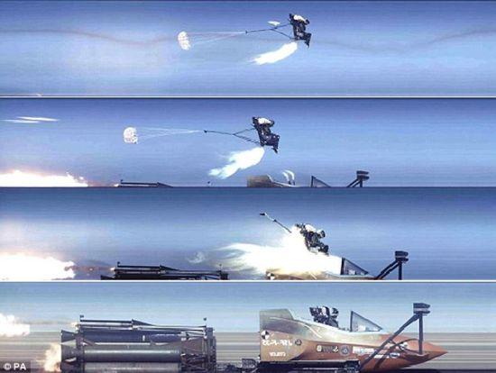 经过不断改进,现在该紧急逃生系统的反应时间已经大大缩短。在飞行员手动按下逃生手柄之后3秒钟,座椅弹射装置就将启动,将飞行员弹出舱外并打开降落伞