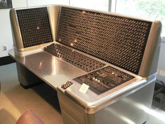 1948年,IBM推出可选序列电子计算器