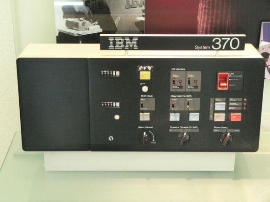 1960年,IBM的营收达到18亿美元