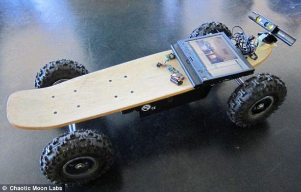 使用者可以通过语音和动作控制滑板。