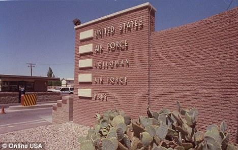 一位前美国政府顾问声称艾森豪威尔曾在新墨西哥州的霍洛曼空军基地与外星人会面