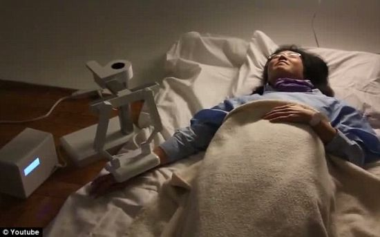 最终结局:患者不知不觉走完最后的生命时光,这种机器人提供充满深情的安慰话语。