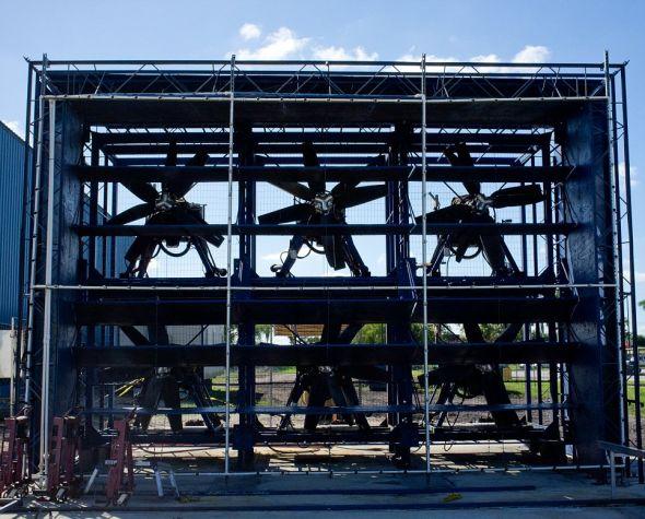 由6个风扇组成的风墙可用于模仿较小的飓风。