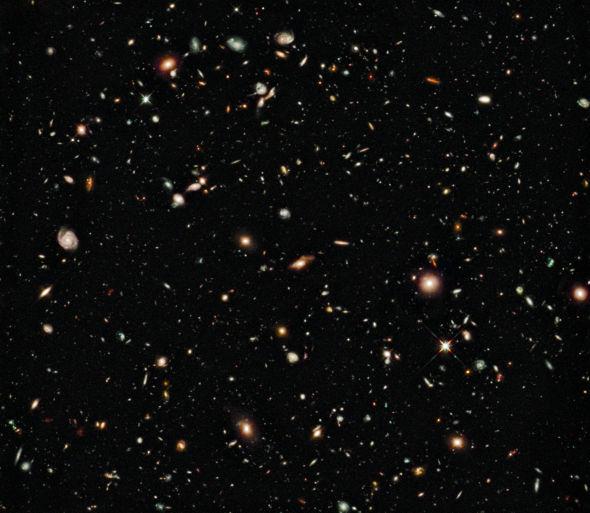 这是2009年发布的哈勃超深场图像的升级版,而最新发布的哈勃极超深场图像则展示了一个更加深邃的宇宙世界
