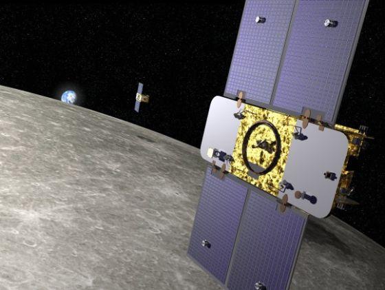 """月球轨道上的GRAIL探测器想象图,这对探测器分别被称为Ebb和Flow(意为""""潮涨""""和""""潮落"""")"""