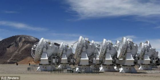 研究人员现在希望利用智利山上的阿塔卡马大型毫米波/亚毫米波天线阵(ALMA)望远镜获得更多发现