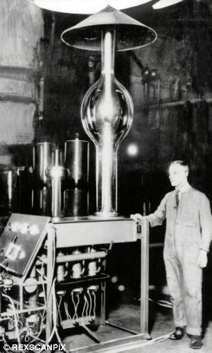 """新西兰科学家欧内斯特-卢瑟福,成功分裂原子,被誉为核物理学之父,也被阿尔伯特-爱因斯坦称之为""""第二个牛顿"""""""