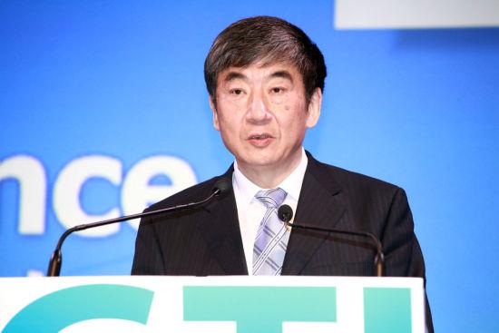 中国移动董事长奚国华在上海出席亚洲移动通信大会时做主题演讲