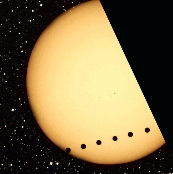 这个巨大的镜面可能会非常突兀地遮挡行星投射在恒星表面的影子,因为它本身遮挡了恒星的一部分。这种效应都会在系外行星凌星的亮度观测曲线上表现出来