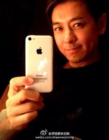 林志颖晒疑似iPhone5C真机图