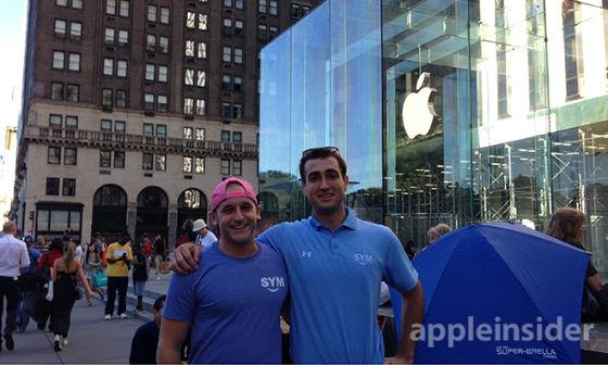 纽约第五大道苹果旗舰店门口的果粉