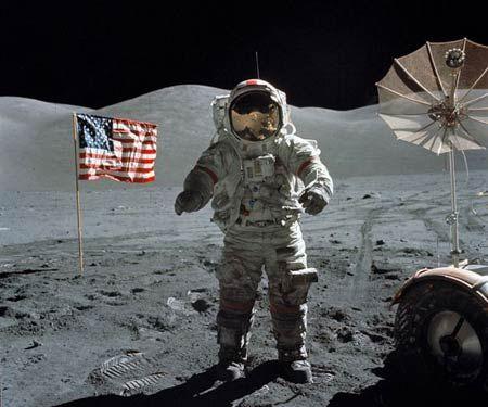 但第一个登上月球的却是美国人-揭秘苏联登月梦想落空 愚蠢火箭设