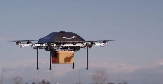载货飞行中的亚马逊无人机