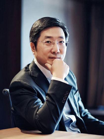 长江商学院战略管理副教授、中国电子商务专家滕斌圣