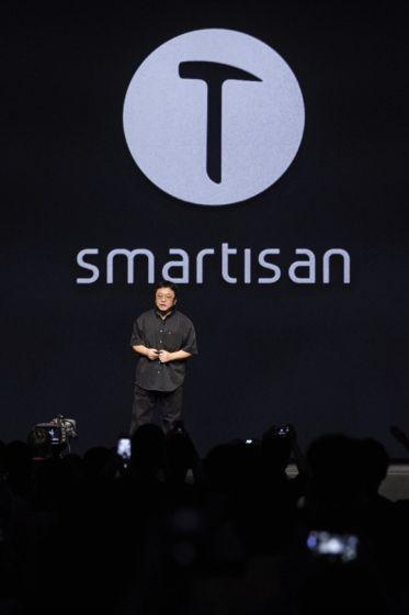 罗永浩发布锤子手机