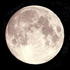 月球,一项最新研究显示在月球的内部或存在一个液体层面