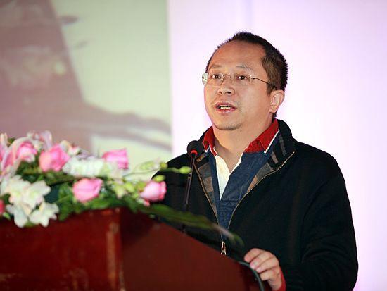 """由《经济观察报》主办的""""2010年度观察家年会""""于2011年1月15日北京举行。上图为360公司董事长周鸿祎。(图片来源:新浪财经 梁斌 摄)"""