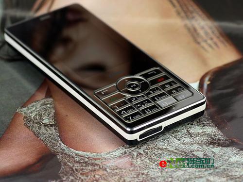 镜面与宽屏结合步步高时尚音乐机i8评测(2)