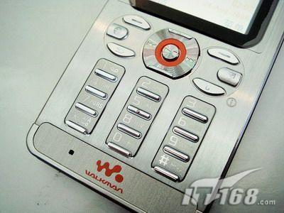 时尚超薄索爱直板音乐W880i售1300元