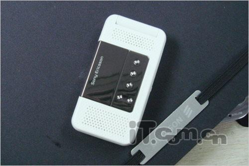 双扬声器设计索爱收音机手机R306上市