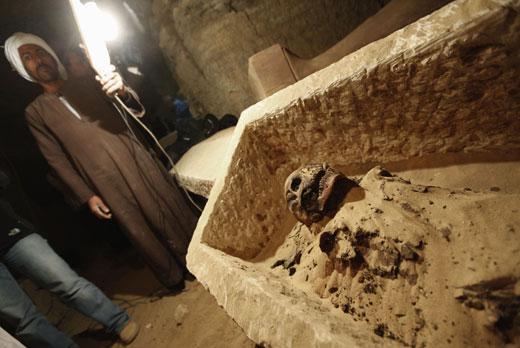 此前在这个位于塞加拉地区著名的阶梯金字塔西南的墓地中发现了木乃伊