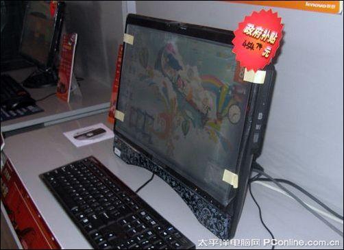 联想C305一体电脑   简单,才能精彩。对于农民来说,繁杂的连线似乎永远意味着令人头疼的高深莫测。他们希望的电脑,最好就像冰箱那样,只要插上电源就能工作。摆放在小翟眼前的联想C305一体电脑,采用了一体式设计,将传统电脑的主机和显示器完美融合在一起,摆脱了繁杂的连线,只需要接通一根电源线即可瞬间点亮!如此一来,简约有了简单的内涵,让小翟一家老小用起来得心应手。   丰富适农应用,享受精彩每一天   精彩的生活,就是要让每一个家庭成员生活中的每一分每一秒,都凝聚着无限精彩。随着农民生活品质的提高,不论是