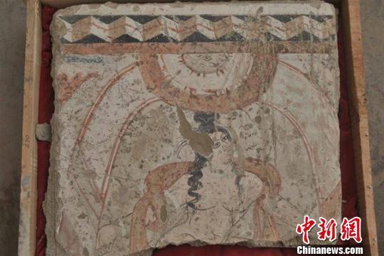 新疆考古挖掘达玛沟胡杨墩佛寺遗迹现罕见壁画