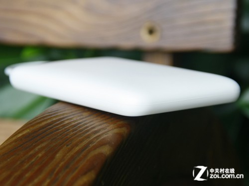 纯白唯美机身 LIAAIL BP1移动电源评测