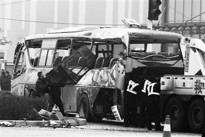 郑州富士康班车车祸致7死鸿海称会妥善处理