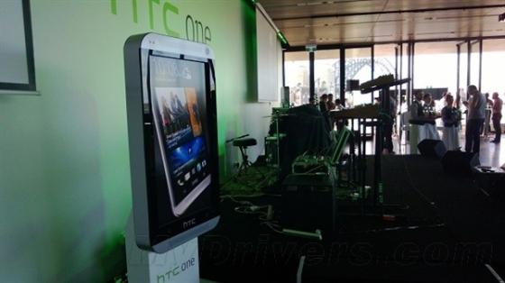 低光拍照谁强:HTC One比拼Lumia 920