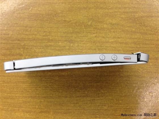 太残暴了iPhone5又被坐弯了(组图)