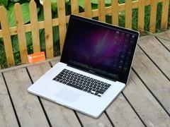 苹果 MacBook Pro 正面图