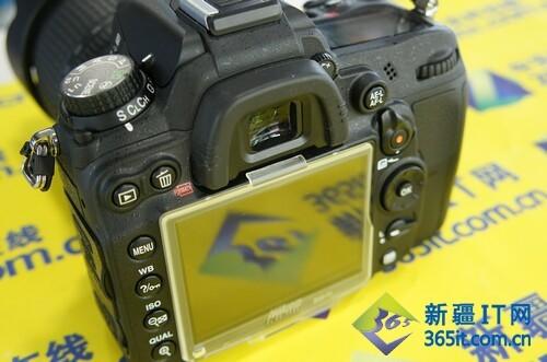 尼康D7000屏幕   相较入门单反广泛采用的五面镜,D7000依...