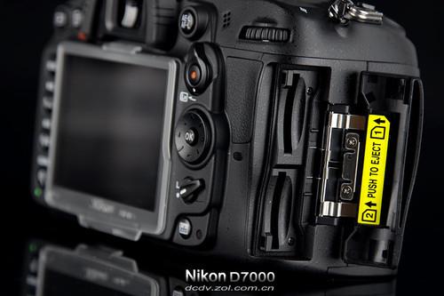尼康D7000接口扩展   相较入门单反广泛采用的五面镜,D...