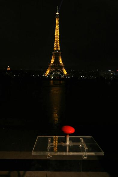科技时代_图文:2009巴黎埃菲尔铁塔熄灯一小时