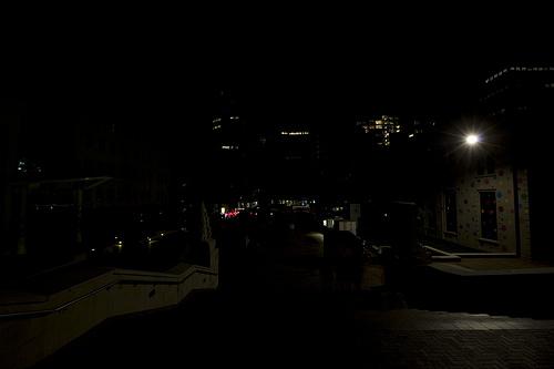 科技时代_图文:新西兰惠灵顿CIvic广场熄灯前后