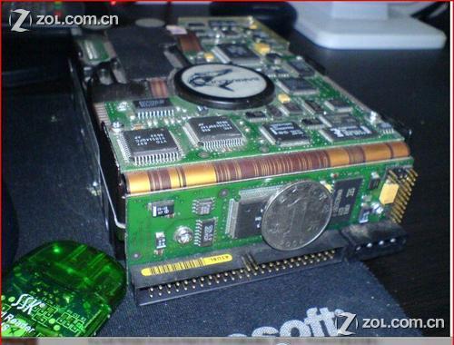 古董级希捷超厚服务器硬盘(图)