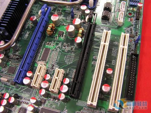 暑期狂促七彩虹豪华热管P35主板699元