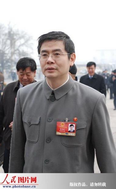 龙芯总设计师胡伟武出席中山装身穿两(图)_移动怎么cad图纸图片