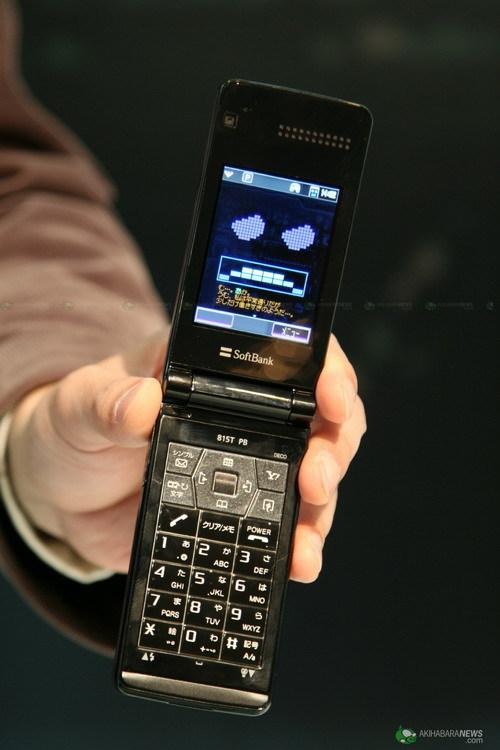 softbank东芝联合发布变形金刚手机815t