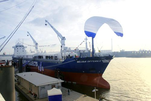 全球首艘用风筝拉动货轮22日首航(图)