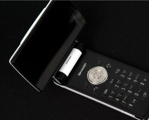 借AQUOS品牌推广夏普进军中国高端手机市场